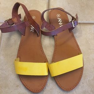 Contrast sandals brand new, cute!